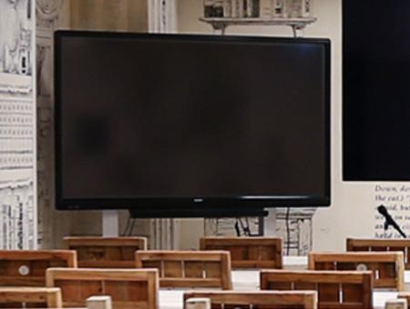 大型電子黒板70型